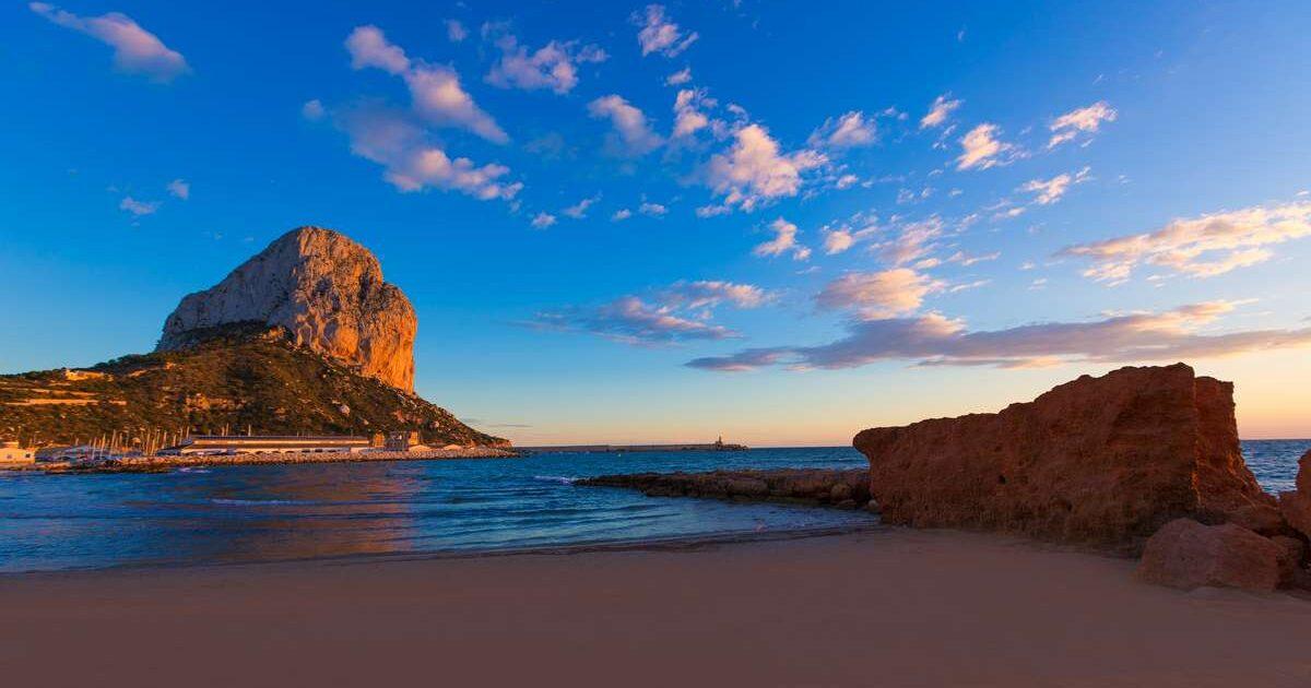 amanecer en playa Cantal Roig