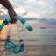 Imagen de una persona con un snorkel en la mano. Apartamento Las Conchas Calpe